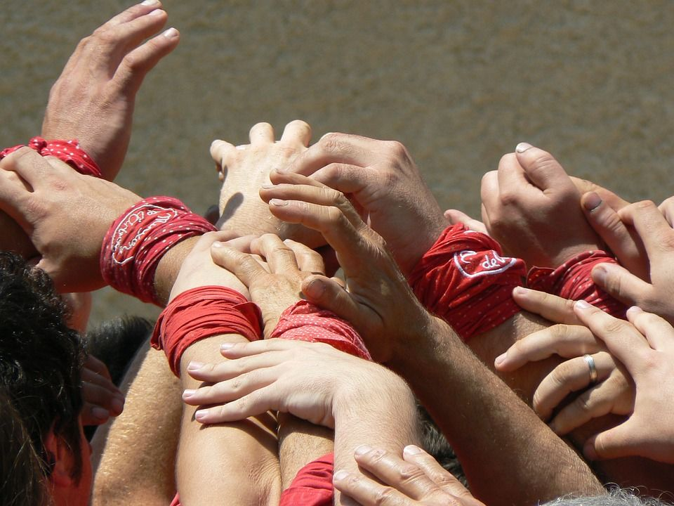 VIDEO: Team building Human Towers
