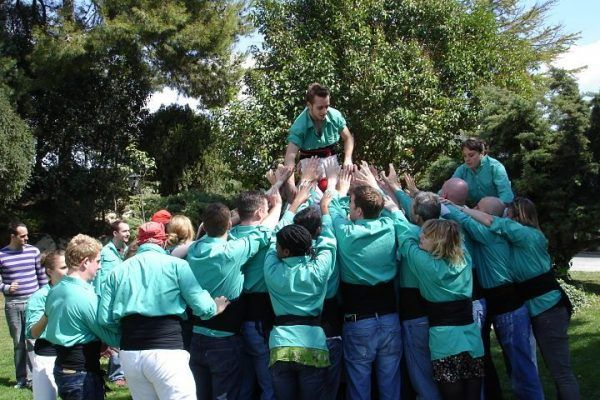 human-towers_castellers_teambuilding_barcelona_experience_tradition_catalunya_teamwork_opt