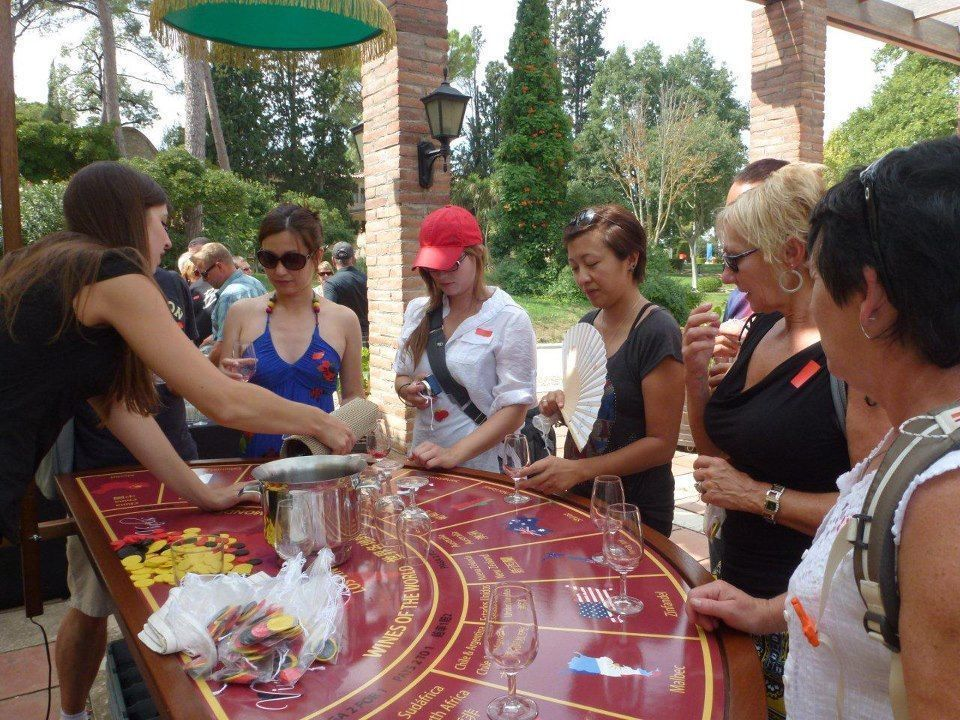 TEAM BUILDING: Catalan Traditions & Wine Casino
