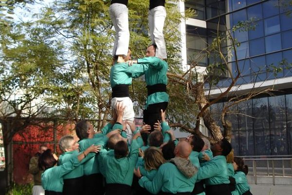 Amfivia Castellers Teambuilding Human Towers Activity Barcelona (4)_opt