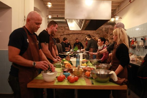 Amfivia Teambuilding Cooking Competition Barcelona (7)_opt