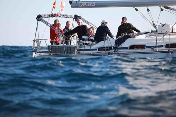 Amfivia Teambuilding regatta Barcelona Kuka 4_opt