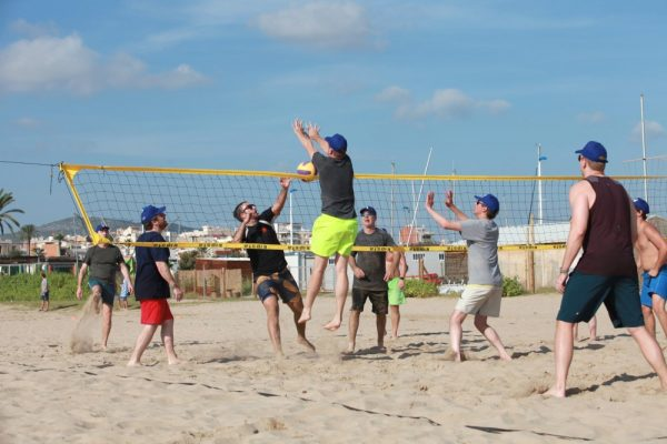 Amfivia_beach-volley_teambuilding_icentives_beach activities_barcelona