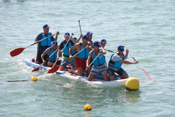 Amfivia_giant_paddle_surf_Incentives_teambuilding_beach_activities (1)