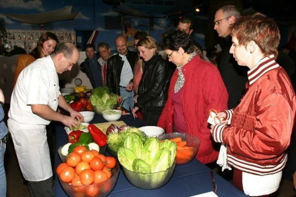 from-the-market-to-the-kitchen3_cooking_workshop_team-building_barcelona_incentives_groups_amfivia2_opt