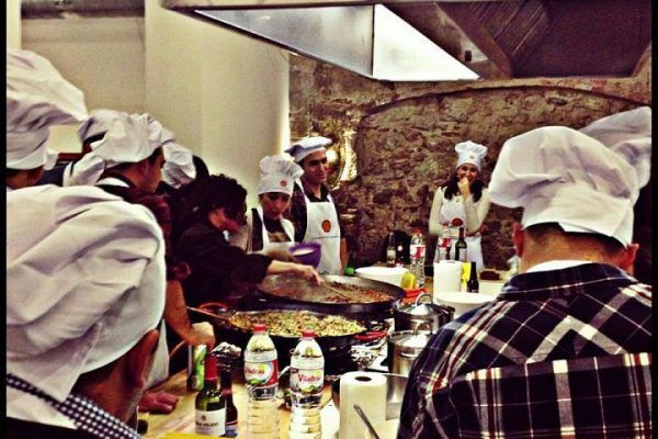 from-the-market-to-the-kitchen4_cooking_workshop_team-building_barcelona_incentives_groups_amfivia_opt