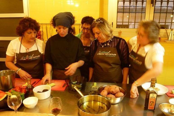 from-the-market-to-the-kitchen6_cooking_workshop_team-building_barcelona_incentives_groups_amfivia_opt