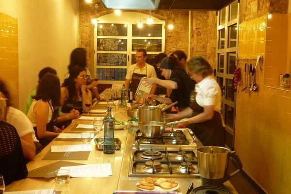 from-the-market-to-the-kitchen8_cooking_workshop_team-building_barcelona_incentives_groups_amfivia_opt