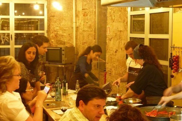 from-the-market-to-the-kitchen_cooking_workshop_team-building_barcelona_incentives_groups_amfivia2_opt