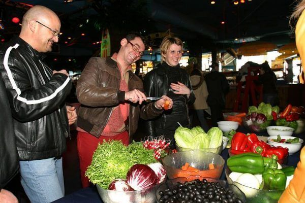 from-the-market-to-the-kitchen_cooking_workshop_team-building_barcelona_incentives_groups_amfivia_opt