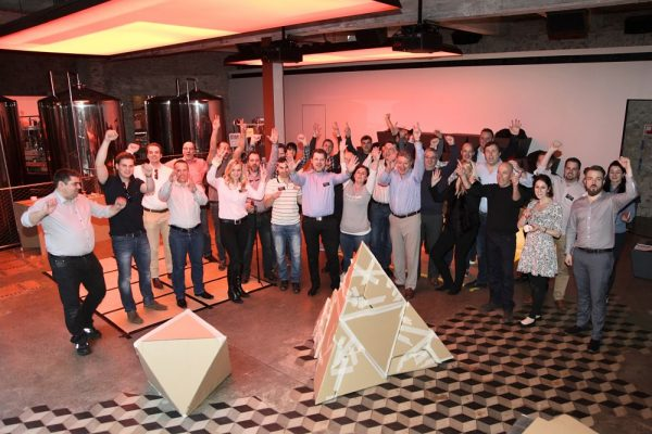 Pyramid Building Workshop Teambuilding Barcelona (2)_opt