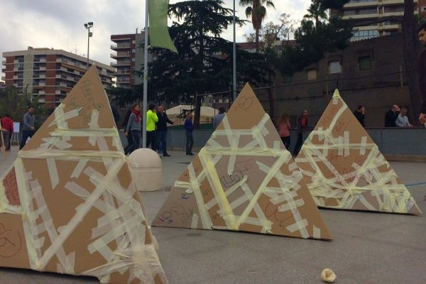 Pyramid Building Workshop Teambuilding Barcelona _opt