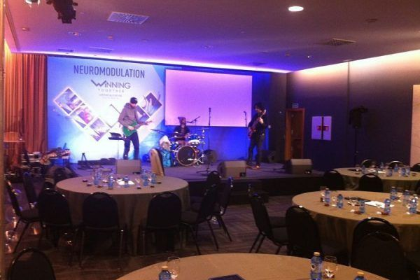 quiz-music_warm-up_teambuilding_activity_barcelona_entertainment_incentives_party_opt
