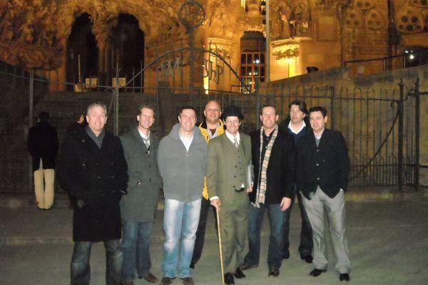 amfivia-city-discovery-tour_team-building-barcelona_opt-2
