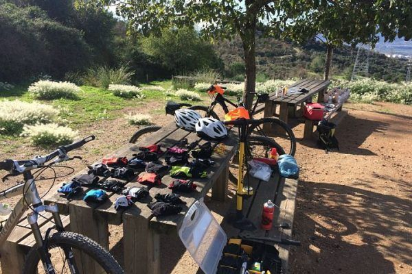 mountain-biking_natural-park_team-building_barcelona_corporate-event_sport_outdoor_experience_team-2