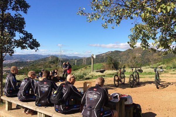 mountain-biking_natural-park_team-building_barcelona_corporate-event_sport_outdoor_experience_team-4