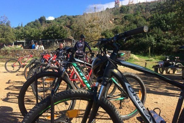 mountain-biking_natural-park_team-building_barcelona_corporate-event_sport_outdoor_experience_team-5
