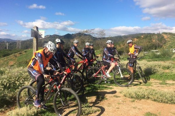 mountain-biking_natural-park_team-building_barcelona_corporate-event_sport_outdoor_experience_team