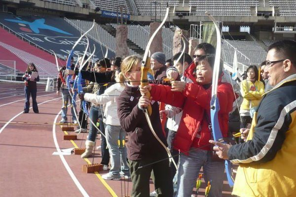 olympic_games_archery_teambuilding_barcelona_multichallenges_active_competition_corporate_event_opt