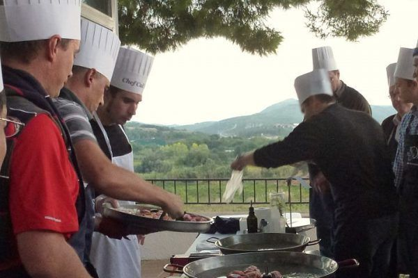 paella_cooking_chef_competition_teambuilding_activity_barcelona_incentives_opt