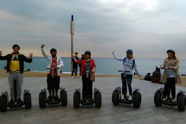 team-building_barcelona_gymkhana_ginkhana_urban-rally_-barcelona_-city-activity_treasure-hunt_-bikes_-segways4