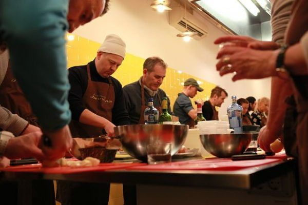 Ipad_race_Gymkhana_Cooking_Runawaychef_ teambuilding_barcelona (1)_opt