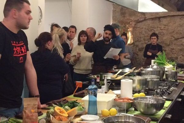 Ipad_race_Gymkhana_Cooking_Runawaychef_ teambuilding_barcelona (3)_opt