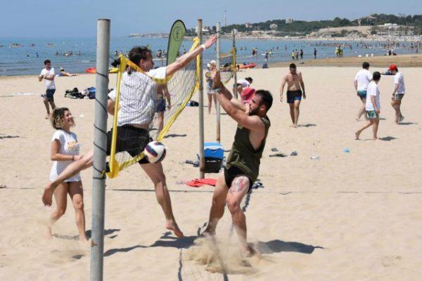 Beach activities_amfivia_teambuilding_volley_outdoor_event_barcelona 6
