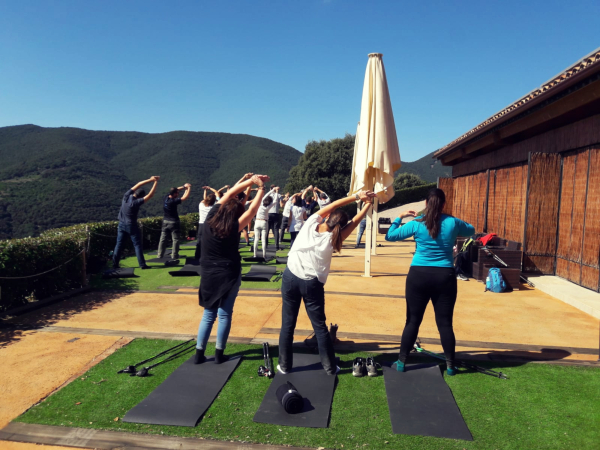 Un teambuilding très sain: marche nordique et relaxation