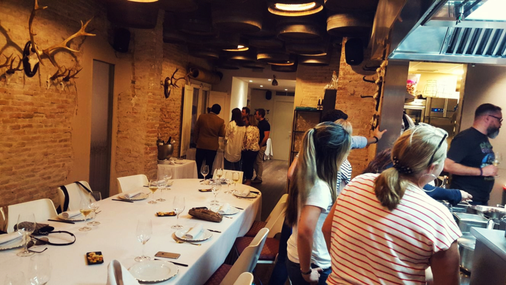 Be my guest Barcelona: cook with your team in a local kitchen
