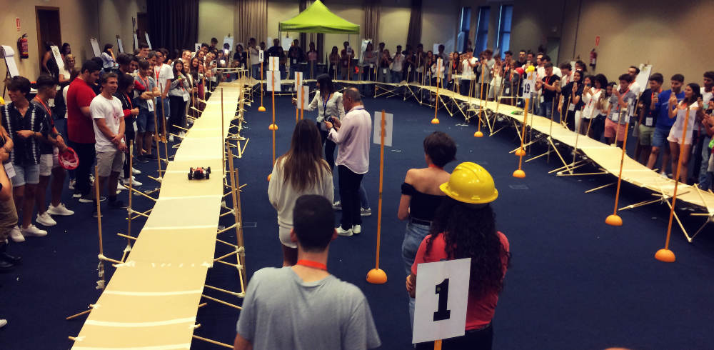 ONE BRIDGE FOR ALL: UN ATELIER DE TEAM BUILDING POUR L'INTÉGRATION DE NOUVEAUX ÉTUDIANTS